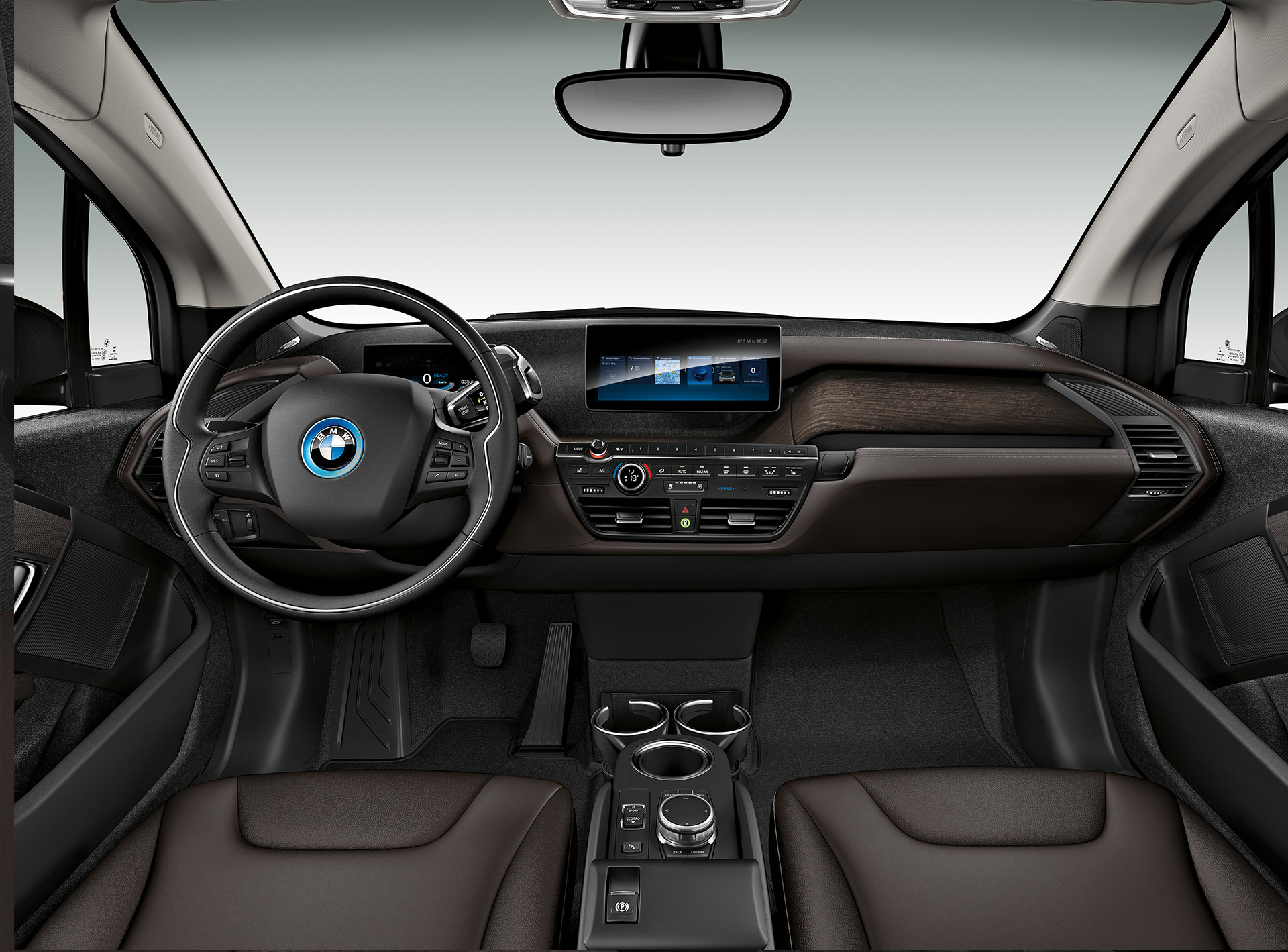 BMW i3: detalle de interiores, volante y BMW Connecteddrive