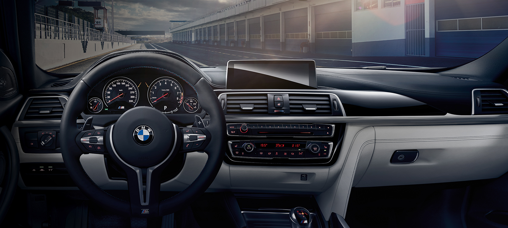 BMW M3 Sedán: detalle de interiores, volante y BMW Connecteddrive